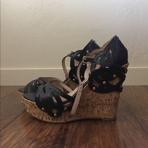 BLACK AND CORK WEDGES WITH GOLD DETAILS ☀️